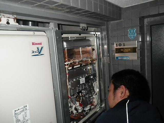 既設撤去からの新給湯器設置中