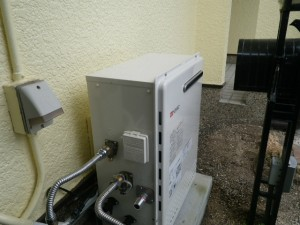 ガス給湯器取替工事(神戸市北区)本体固定完了後