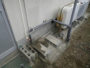 石油給湯器取替工事(洲本市)既設の石油給湯器本体撤去完了後
