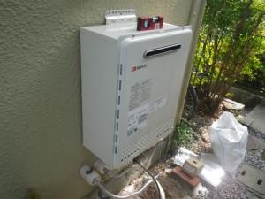ガス給湯器取替工事(神戸市須磨区)本体固定設置完了