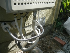 ガス給湯器取替工事(神戸市須磨区)配管接続施工完了後